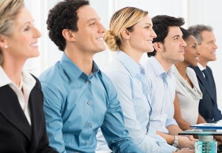 در جلسه های گروهی باید به همه به یک اندازه توجه کنید