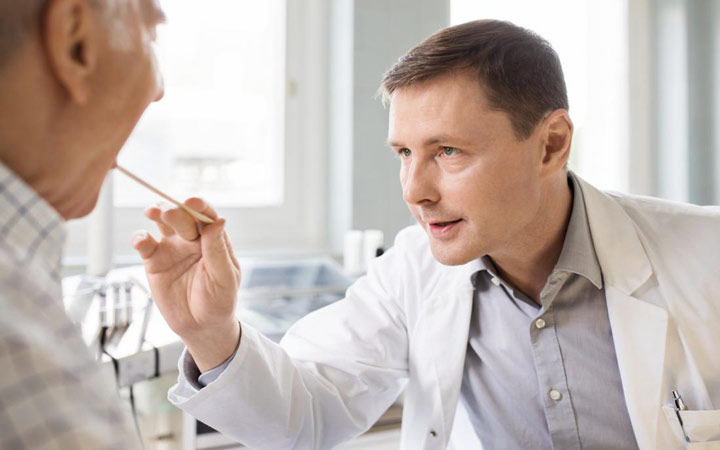 خلط گلو - چه زمانی باید به پزشک مراجعه کنید