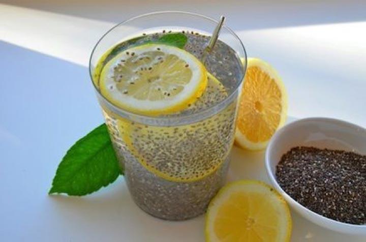 طرز تهیهی ۶ نوشیدنی چربی سوزُ نوشیدنی لیمو و دانه چیا
