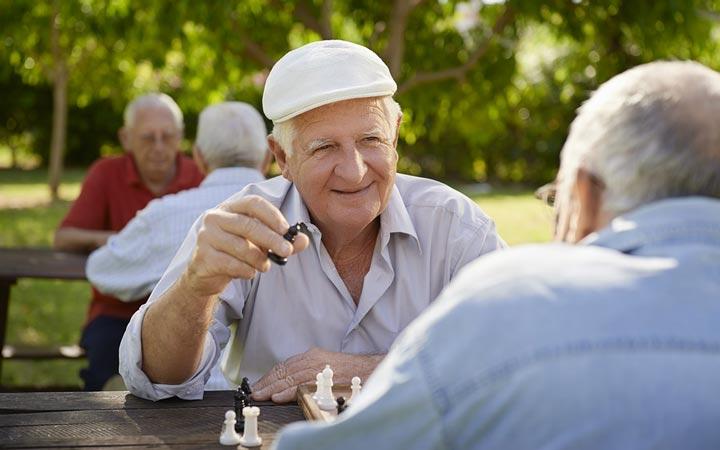 غلبه بر تنهایی - شطرنج بازی کردن