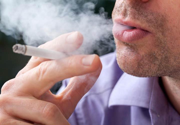 عوامل افزایشدهندهی خطر ابتلا به وزوز گوش ـ سیگار کشیدن