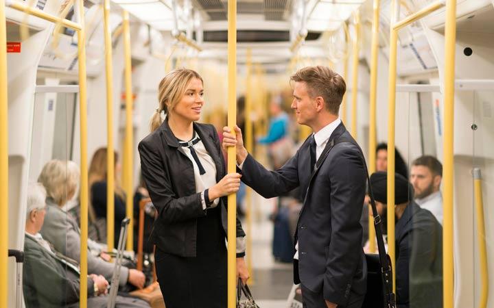 تعامل با دیگران در اماکن عمومی