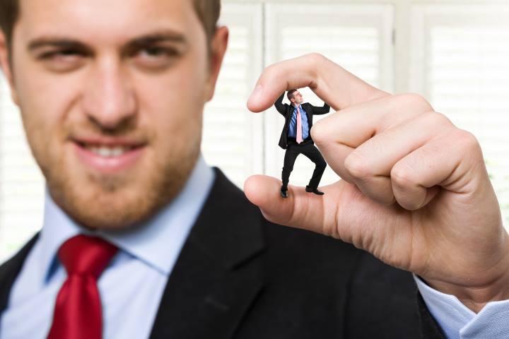 غرور و بی توجهی مدیران به نظرات کارکنان و زیردستان