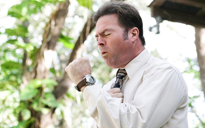 آسم، رفلاکس معده، التهاب ریه و برونشیت مزمن مهم ترین دلایل بروز سرفه مزمن هستند ـ سرفه مزمن