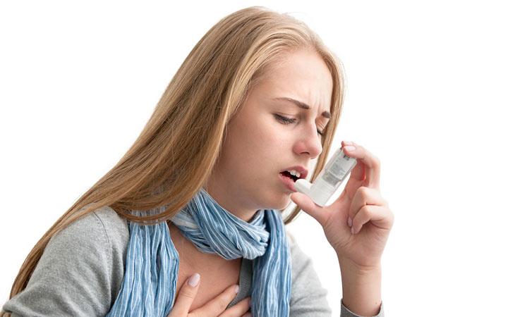 اگر علت سرفه مزمن آسم باشد معمولا داروهایی مثل استروئیدهای استنشاقی و برونکودیلاتور برای فرد بیمار تجویز می شود ـ سرفه مزمن