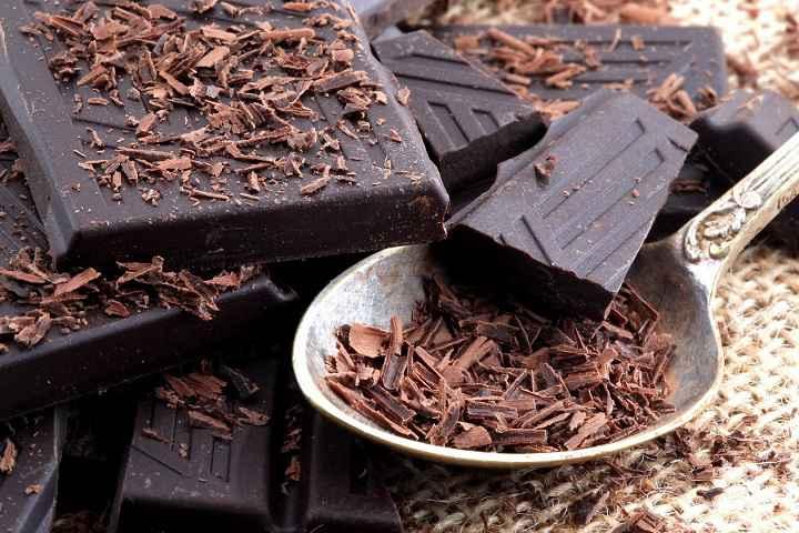 شکلات تلخ به نفخ و کوچک کردن شکم کمک می کند