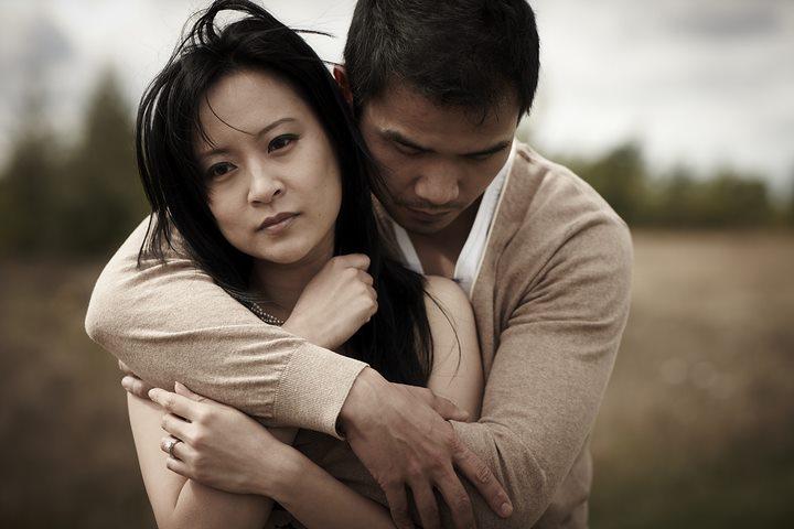 زوج غمگین - دلداری دادن به همسر