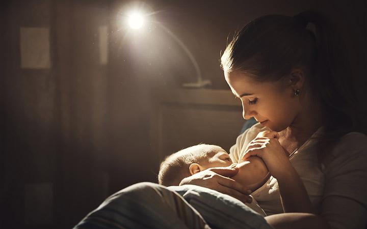 برای زیاد شدن شیر مادر چه چیزهایی باید بخوریم