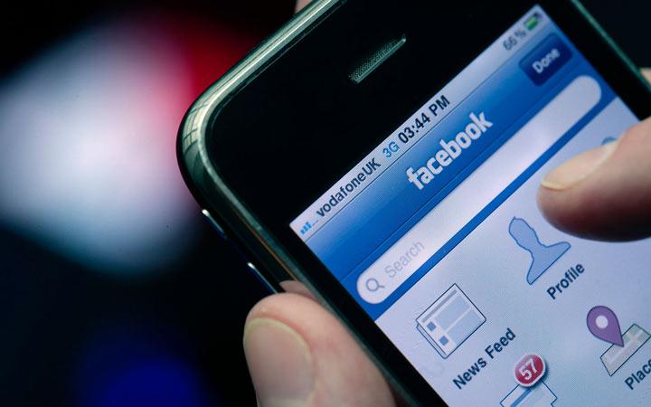 افرادی که مدام در فیسبوک و رسانههای اجتماعی هستند ببه اندازه کافی شاد نیستند