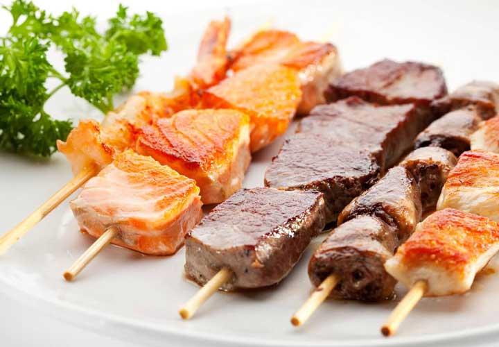 گوشت قرمز، پرندگان و ماهی میل شما به شیرینیجات را کمتر میکند.