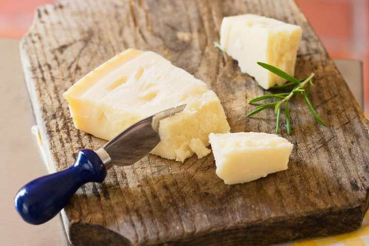 پنیر پارمزان برای سلامتی استخوان مفید است