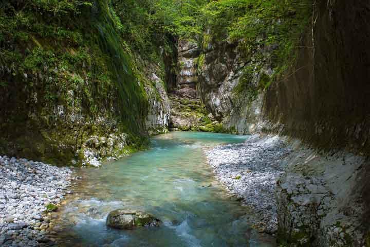 جاهای دیدنی گرجستان درههای مارتویلی The Canyons of Martvili