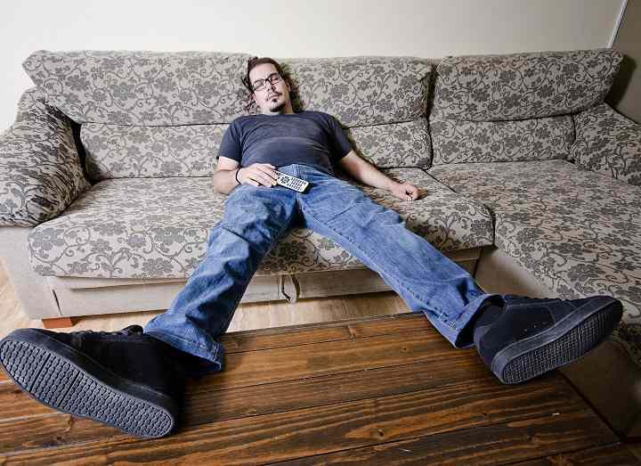 دراز کشیدن جلوی تلویزیون بعد از باشگاه کار مفیدی نیست
