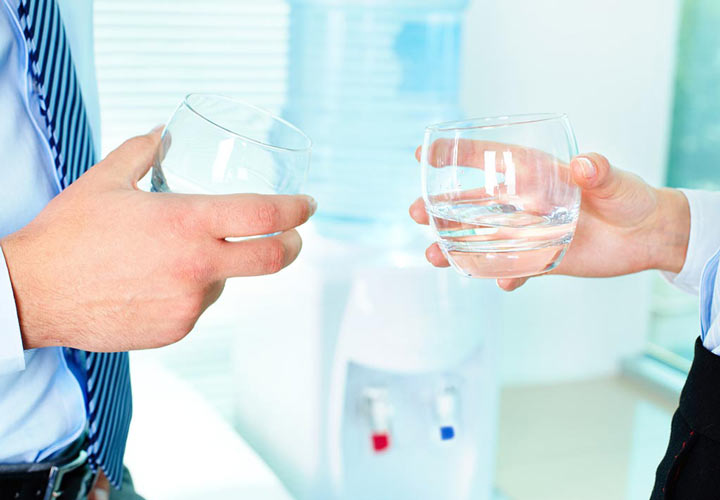 جلوگیری از کمبود آب در بدن در ساعات کاری
