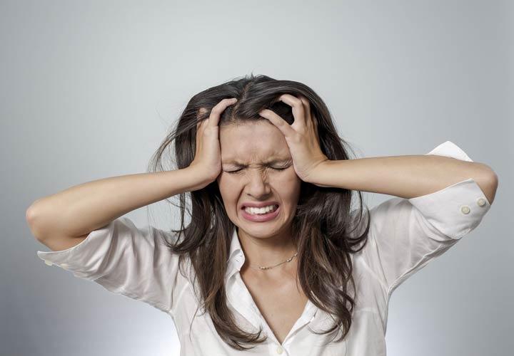 مضرات قهوه - مصرف زیاد کافئین می تواند موجب اضطراب و عصبانیت شود.
