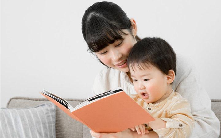 کودک یک ساله - برای کودک کتاب بخوانید