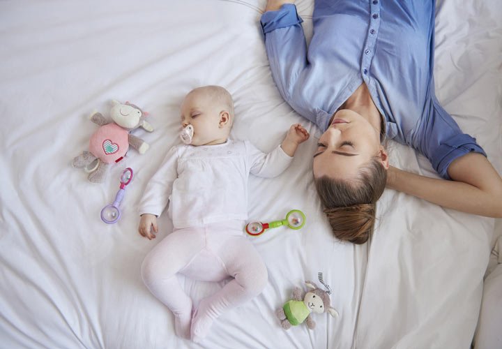 چرت نوزاد در روز - خواباندن نوزاد