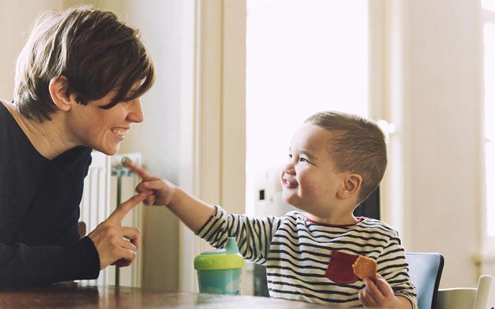 کودک یک ساله - رشد مهارتهای ارتباطی کودک