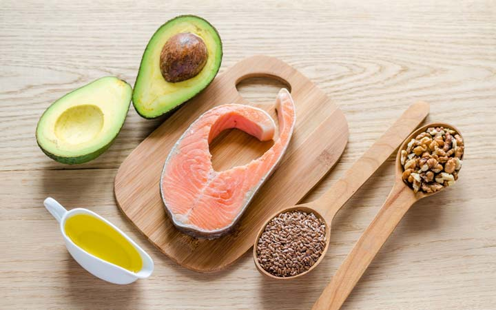 ۱۱ غذایی که باعث سوزش معده میشود - غذاهای پرچرب