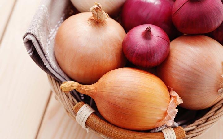 ۱۱ غذایی که باعث سوزش معده میشود - پیاز