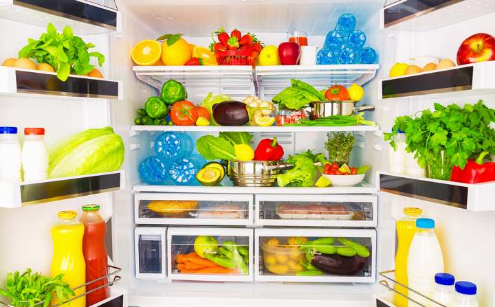 یخچال پر از میوه