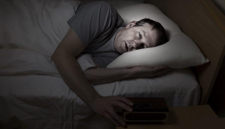 ۷ کاری که بعد از بیدارشدن از خواب نباید انجام دهید