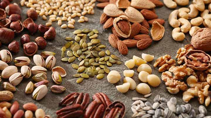 غذاهای انرژی زا - آجیلها و دانهها