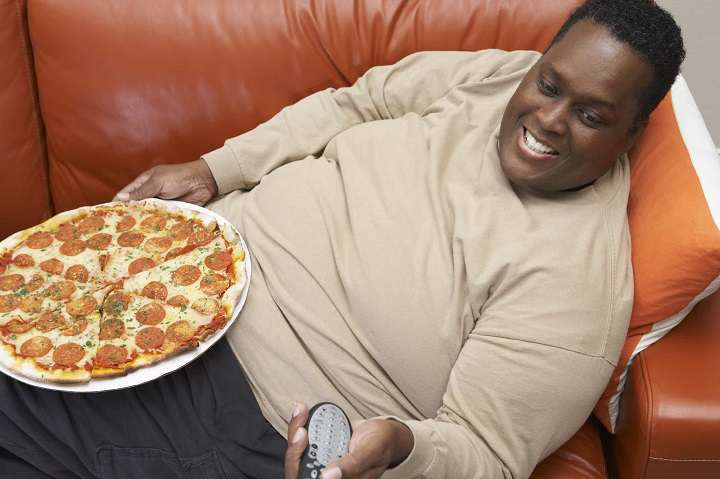 اختلال پرخوری بر اثر زیاد غذا خوردن رخ می دهد