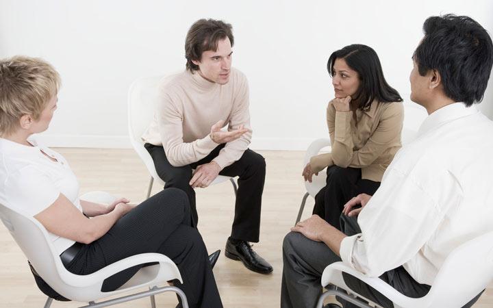 برگزاری جلسه به تیم در مراحل مدیریت پروژه