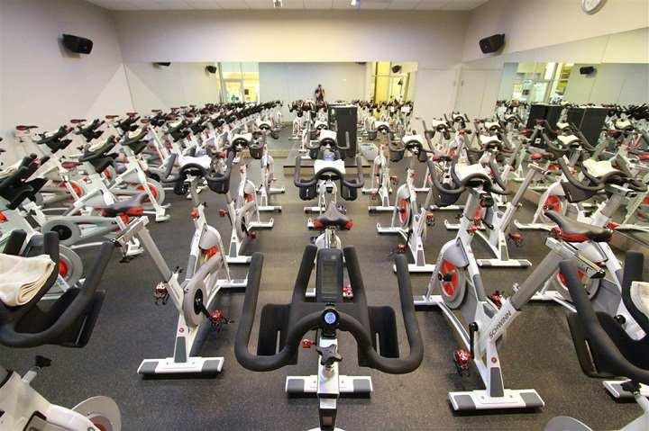 استفاده مداوم از دوچرخه ثابت باعث تناسب اندام می شود