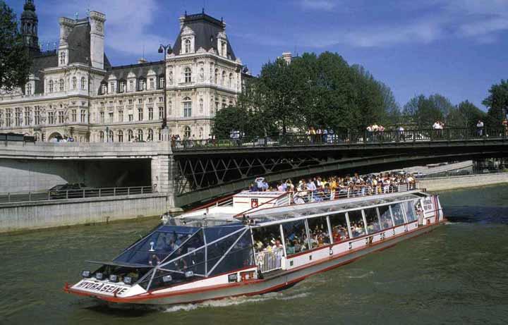 قایقهای روباز و لذت دیدن پاریس بر روی رودخانه سن - جاهای دیدنی پاریس