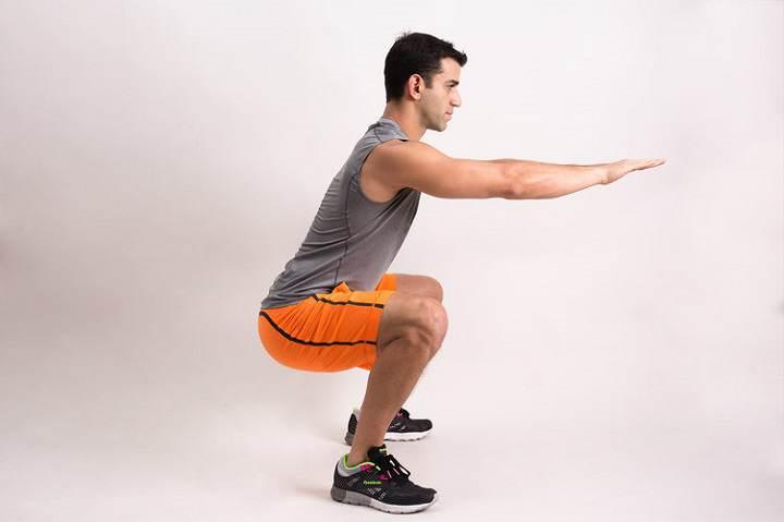 اسکوات از پایین به عنوان یک حرکت ایزومتریک برای تقویت پشت ران مفید است