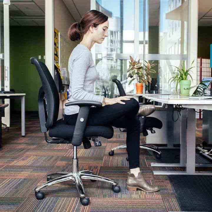 حرکت کبوتر نشسته باعث بهبود عضله باسن می شود