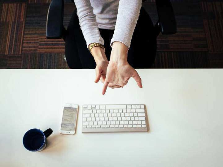حرکت کشش مچ دست و انگشتان