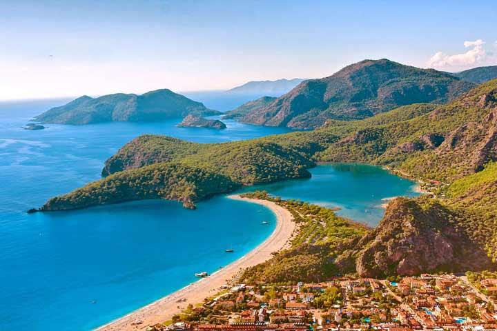 زیباترین سواحل دنیا ، تالاب آبی