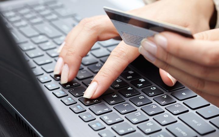 خرید اینترنتی مطمئن - کارت اعنباری برای پرداخت بهتر است
