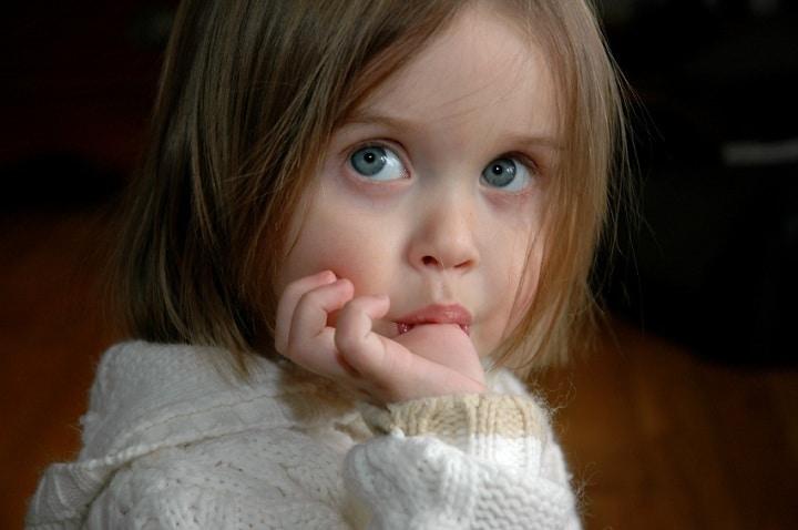چطور به کودکمان کمک کنیم مکیدن انگشت را ترک کند