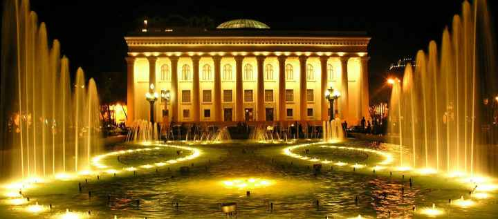 جاهای دیدنی باکو - موزهی ادبیات نظامی گنجوی