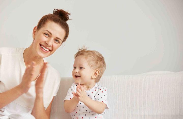 مادر و فرزند شاد