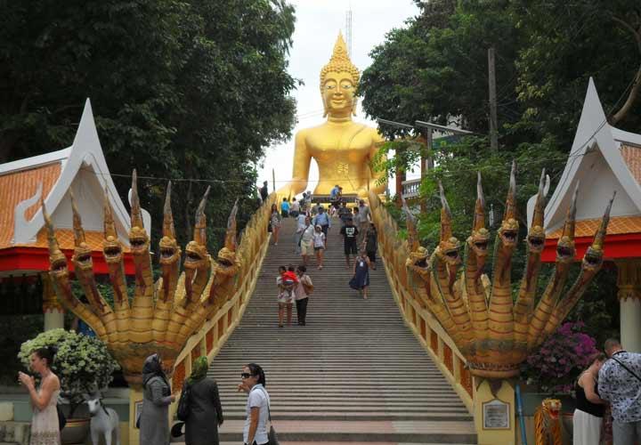 معبد وات فرا یایی از جاهای دیدنی پاتایا است.