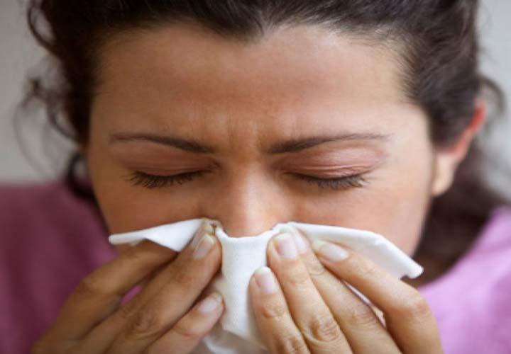 حواص کیوی - حساسیت بینی از عوارض احتمالی مصرف کیوی است.