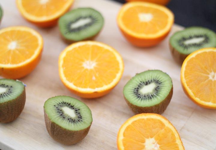 خواص کیوی - کیوی و پرتقال از لحاظ فواید شباهت زیادی دارند.