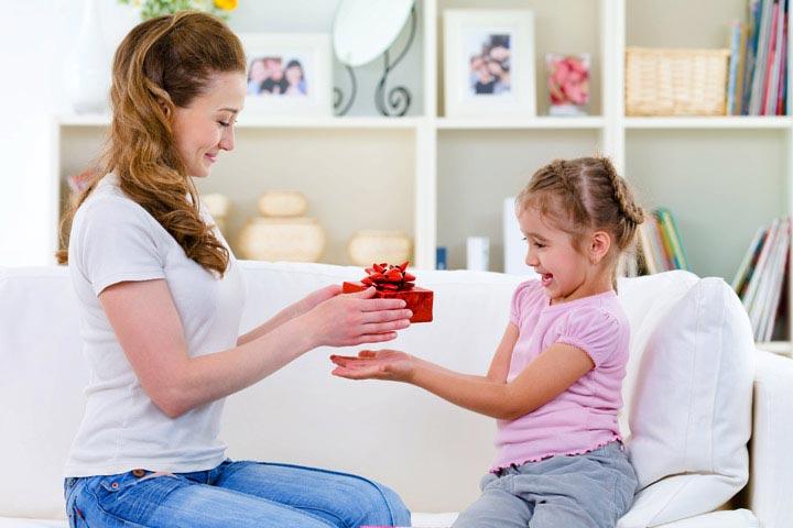 تشویق کودک برای کارهای مثبتی که در جهت درمان اضطراب جدایی انجام میدهد