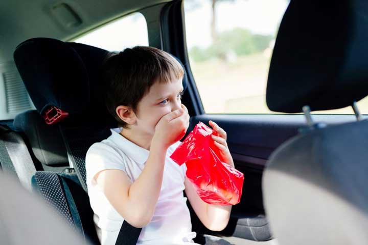 درمان حالت تهوع در سفر یا ماشین گرفتگی کودکان (بیماری حرکت)