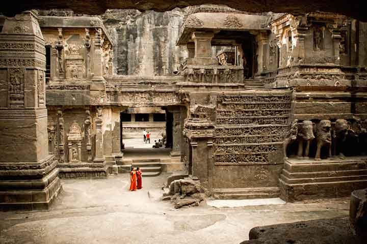 بازدید از غارهای الورا در سفر به هند
