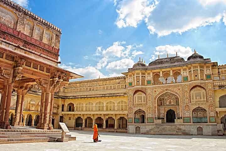 قصر دریاچه در سفر به هند
