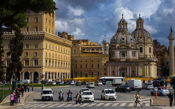 جاهای دیدنی رم - میدان وِنِتزیا