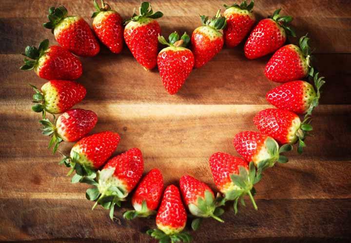 بهبود عملکرد قلب از خواص توت فرنگی است.