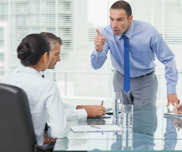 تلاش و همکاری برای حل مشکلات در محل کار