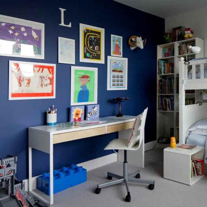 دکوراسیون اتاق خواب پسرانه - تزیین به شکل گالری نقاشی